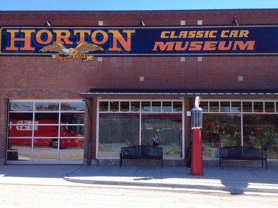 A Fine Muscle Car Museum Review Of Hortons Classic Car Museum - Nocona car show