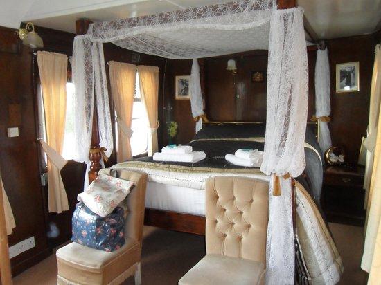 The Sidings Hotel: Room 8