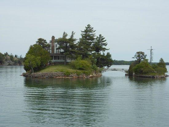 Hotel Near Thousand Islands Canada