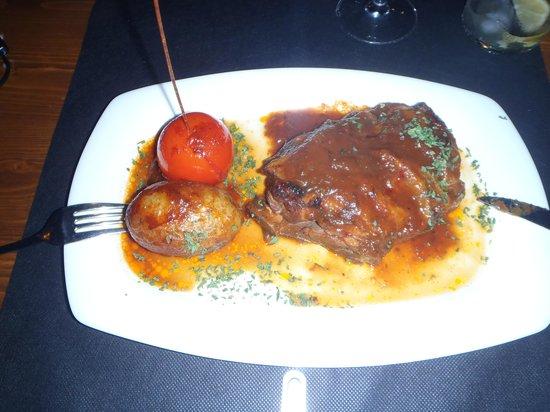 Cala Mitjana: Roast lamb marinated with Menorcan honey of flowers and fresh vegetables
