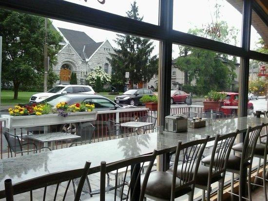 Geneva Crepe Cafe & Bistro : Indoor & Outdoor seating