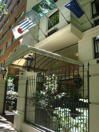 Marti Apart Hotel: Bem localizado