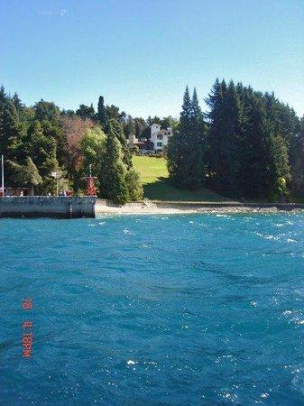 La Cascada Hotel: Vista desde el lago