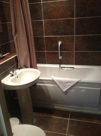Clayton Lodge Hotel : suite bathroom