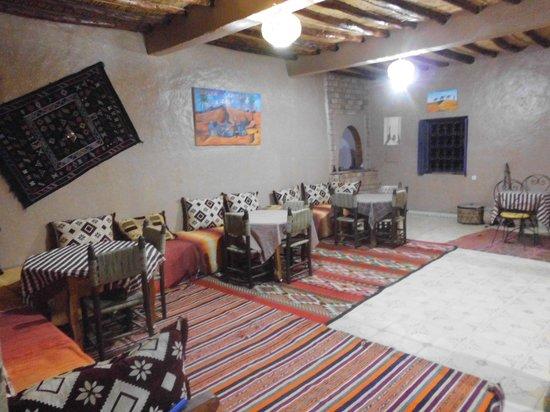 Auberge Les Roches: en el salon comedor