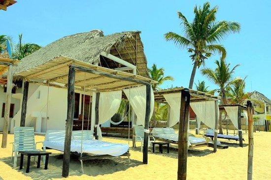 Hotel Nude Zipolite: Camastros de playa