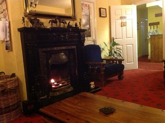 Buttermilk Lodge Guesthouse: the cozy sitting room