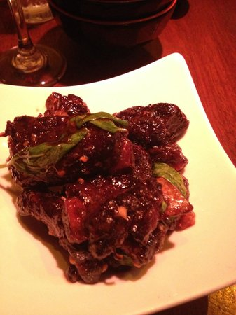 Betelnut Pejiu Wu: Glazed pork short ribs with garlic & Thai basil
