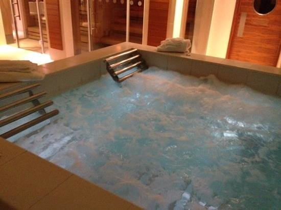 K West Hotel & Spa : jacuzzi