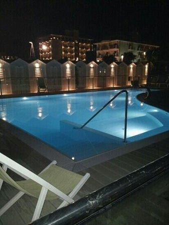 Spiaggia 60 Riccione: Nouvelle piscine