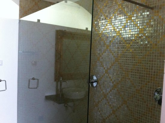 Tavira House: bathroom2