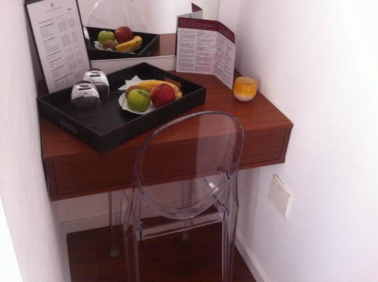 Tavira House: side tables