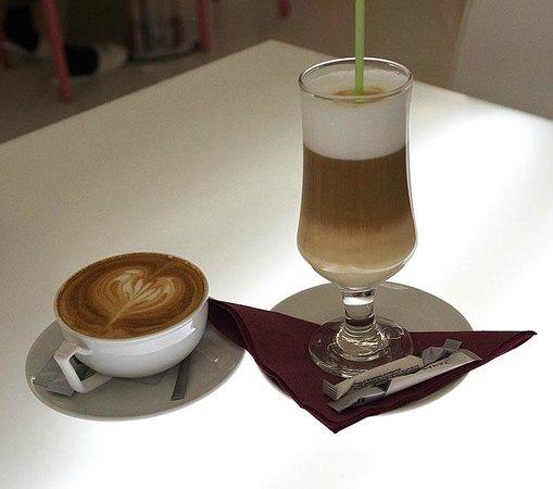 Hotel Christina : café capuccino y machiato