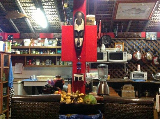 Traveller's Budget Motel: The Nakaelle - community kitchen
