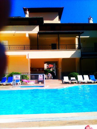 Ince Apartments: Great pool