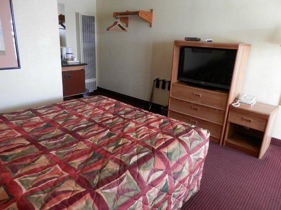 Kiva Motel: One Bed