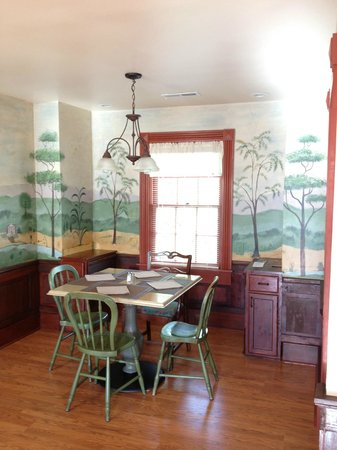 Hidden Valley Bed and Breakfast: Dining Area with hand painted mural