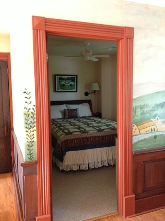 Hidden Valley Bed and Breakfast: Master Bedroom