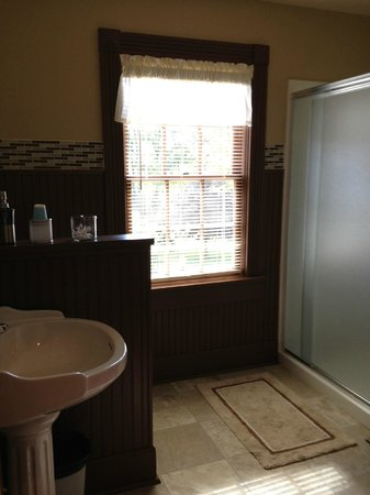 Hidden Valley Bed and Breakfast: Bathroom