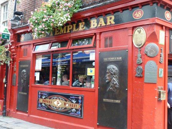 Ariel House : The famous Temple Bar