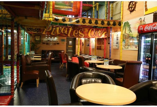 Barnsley, UK: Coffee area at Pirates Cove .... All leather seating and free Wi Fi