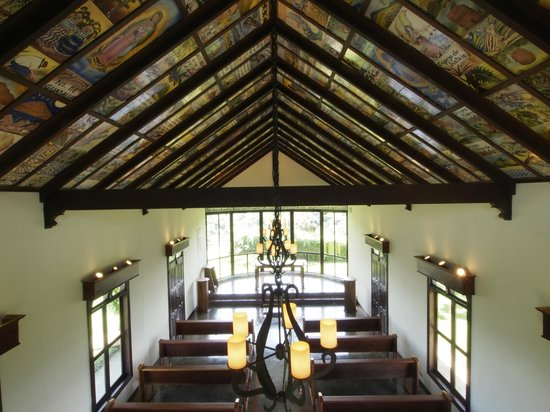 Villa Blanca Cloud Forest Hotel and Nature Reserve: Inside the chapel on Villa Blanca grounds