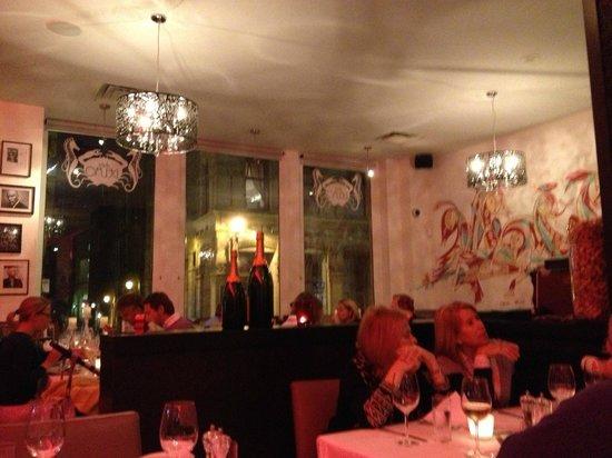 Chez Delmo: Main dining room