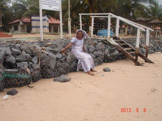 Busua Waves Resort: bungalow en arrière plan de la plage