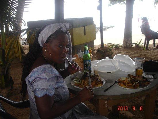 """Busua Waves Resort: petit """"maquis"""" sur la plage"""
