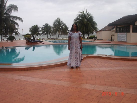 Busua Waves Resort: la piscine en bord de la plage