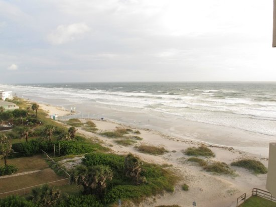 Best Western New Smyrna Beach Hotel & Suites: View from our room looking north on a not so perfect day during a perfect stay.
