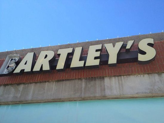 Bartleys BBQ: Dont let the sign fool you, great place