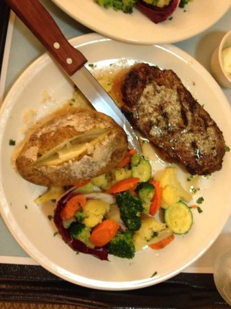 Hilton Garden Inn Indianapolis Northeast / Fishers: Room Service - NY Strip Steak Dinner