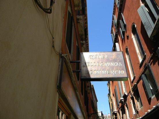 Hotel Commercio & Pellegrino: Fachada