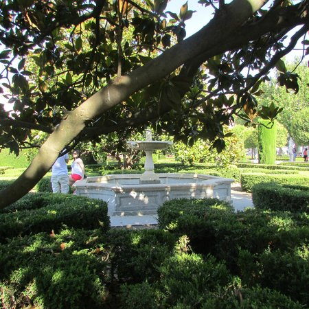 Jardines picture of plaza de oriente madrid tripadvisor for Jardines de plaza