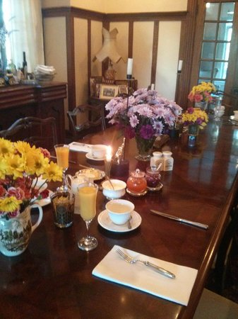 Ashbury House B&B: Beautiful breakfast table