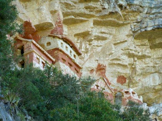 Revash Mausoleo de los Chachapoyas: Ancient chullpas
