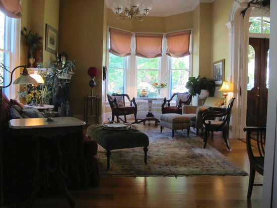 McCall House : Step into the Parlor