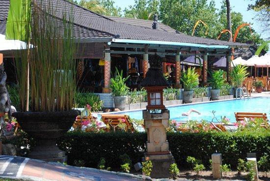 The Jayakarta Bali Beach Resort : looking towards the daily eating area