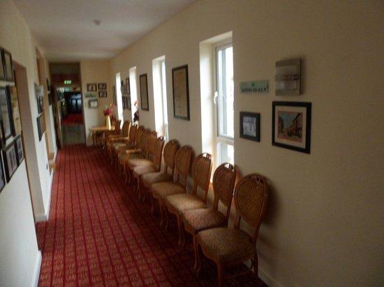 Bush Hotel : hallway in hotel