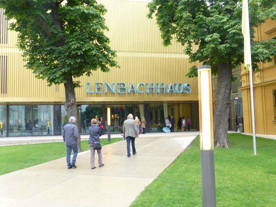 Städtische Galerie im Lenbachhaus: Entrance