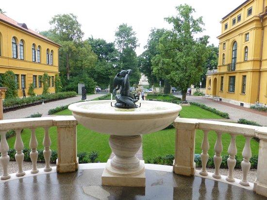 Städtische Galerie im Lenbachhaus: View of Courtyard
