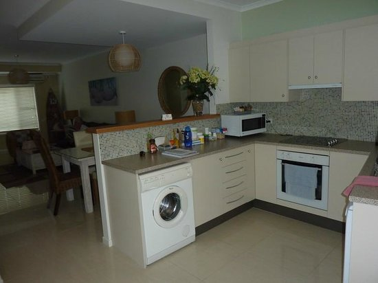 Bluedock Apartments : Kitchen
