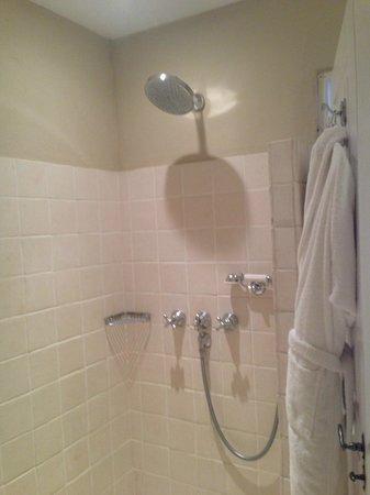 Le Mas de Chastelas: Shower