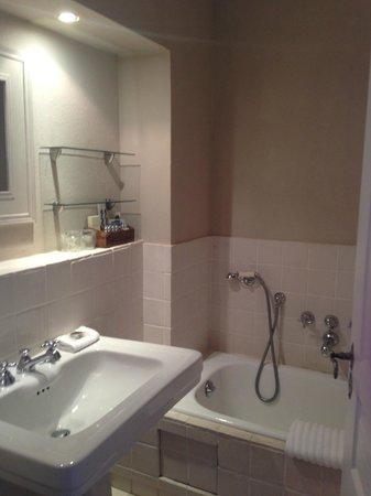 Le Mas de Chastelas: Bathroom