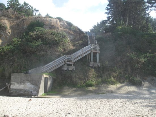 Inn at Otter Crest: Stairs to beach - worth it!!