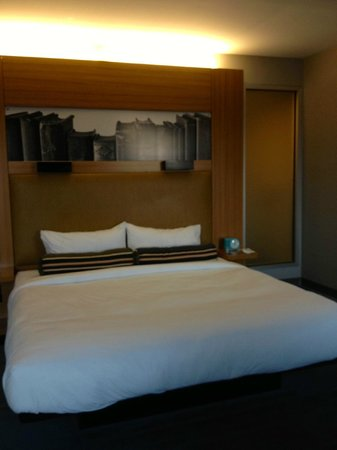 aloft Winchester : View from windows to the bed