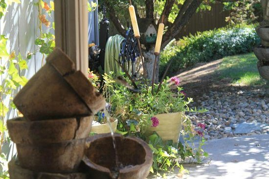 Yosemite's A Haven of Rest Bed & Breakfast: Soul filling fountain