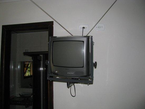 Pousada Antigona: TV