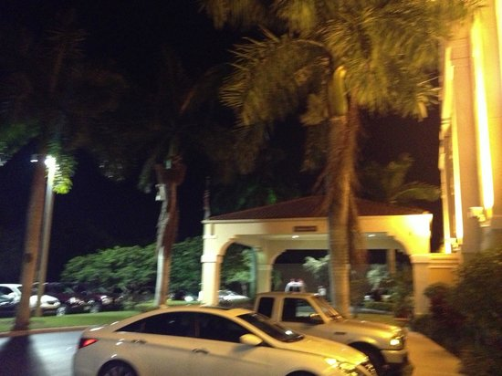 Hampton Inn Fort Lauderdale Airport North Cruise Port: outside